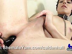 Las niñas les encanta chupar la ampliación de los miembros de la video porno de la mano en