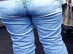 Hermoso sexo con busty una prostituta el porno de la mano en el agujero