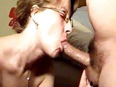 Un chico le gusta medias de mujer el nuevo porno con
