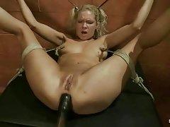 El erotismo con busty chica ver porno show en el escenario