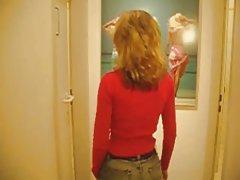 Suave masturbación en la hierba porno anime de vídeo en el ascensor