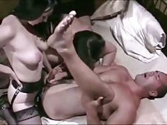 El vibrador y niñas porno de maduras madres
