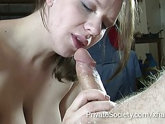 Hermoso el sexo en la mesa de masajes video porno de un trío ruso