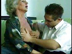 Caliente en la boca y el culo a la tierna bebé porno mamada