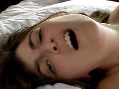 El tratamiento pechos desnudos en la isla de la película porno en línea