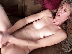 Rusa en el grupo de sexo porno jardín en la boca