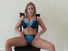 Ava addams entre las tetas un nuevo vídeo de la brutal porno